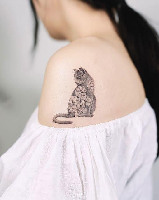 hình ảnh xăm chú mèo hoa cho nữ