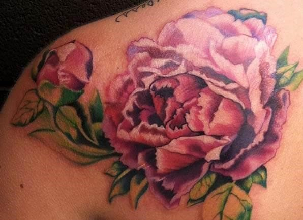 hình tattoo hoa mẫu đơn nghệ thuật trên vai nam