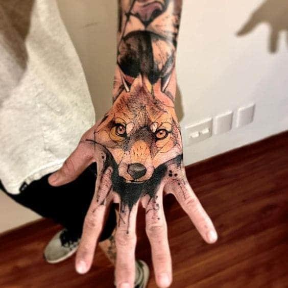 hình tattoo sói trên mu bàn tay