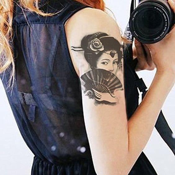 hình xăm cô gái trung hoa mini ở bắp tay nữ