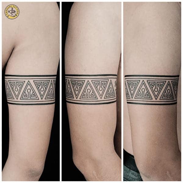 hinh xăm maori vòng ở bắp tay