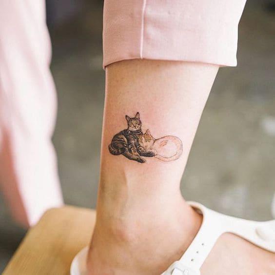 hình xăm mèo ở chân nữ