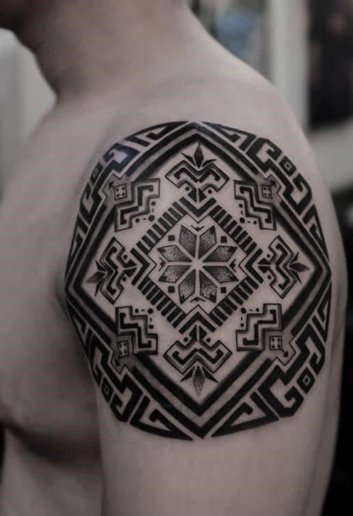 hình xăm tattoo bắp tay con trai hoa văn