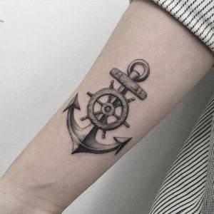mẫu hình tattoo mỏ nảo và bánh lái ở tay cho nữ