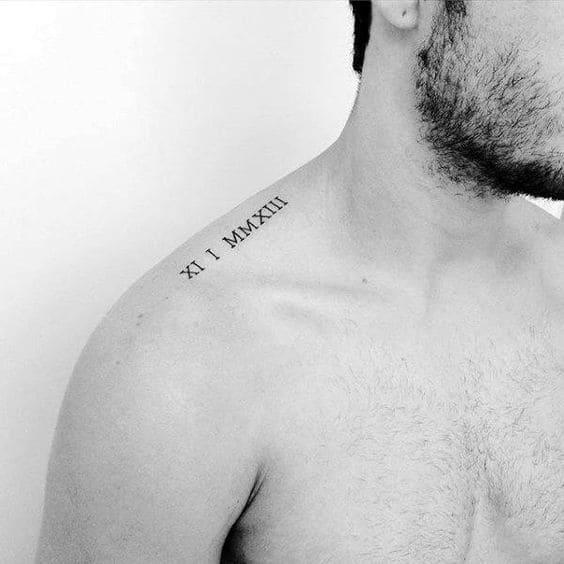 mẫu tattoo chữ đơn giản trên vai nam