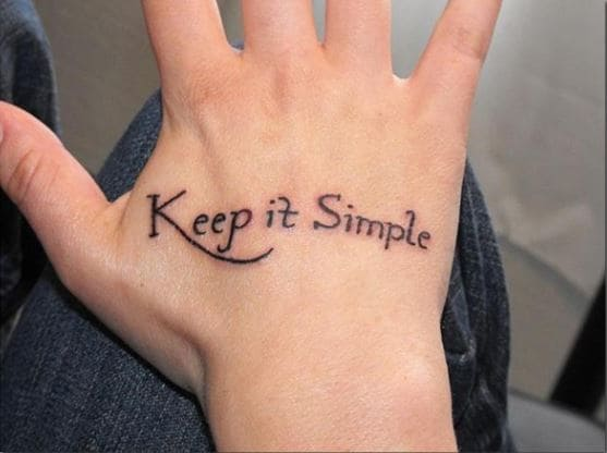 mẫu tattoo chữ ở bàn tay nam