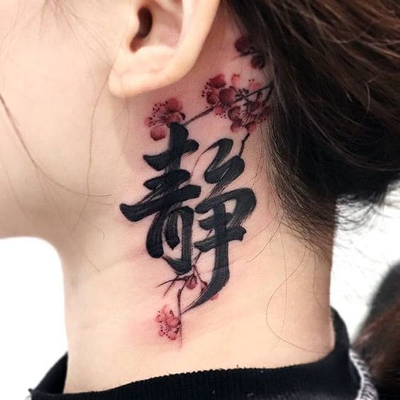 mẫu tattoo chữ ở cổ cho nữ