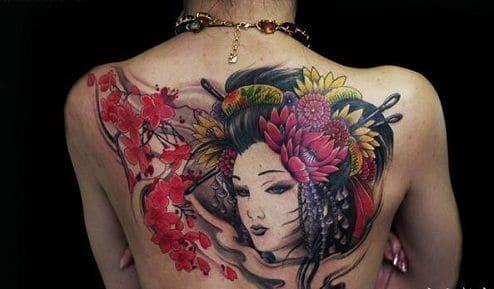 mẫu tattoo cô gái trung hoa sau lưng cực đẹp