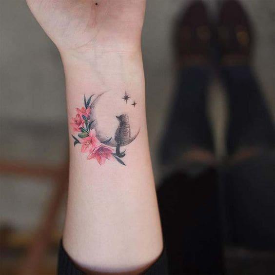 mẫu tattoo con mèo và hoa cho nữ