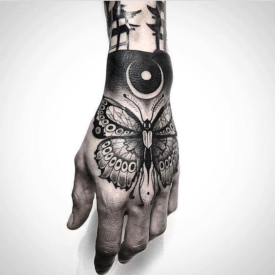 mẫu tattoo hình bươm bướm cho nữ