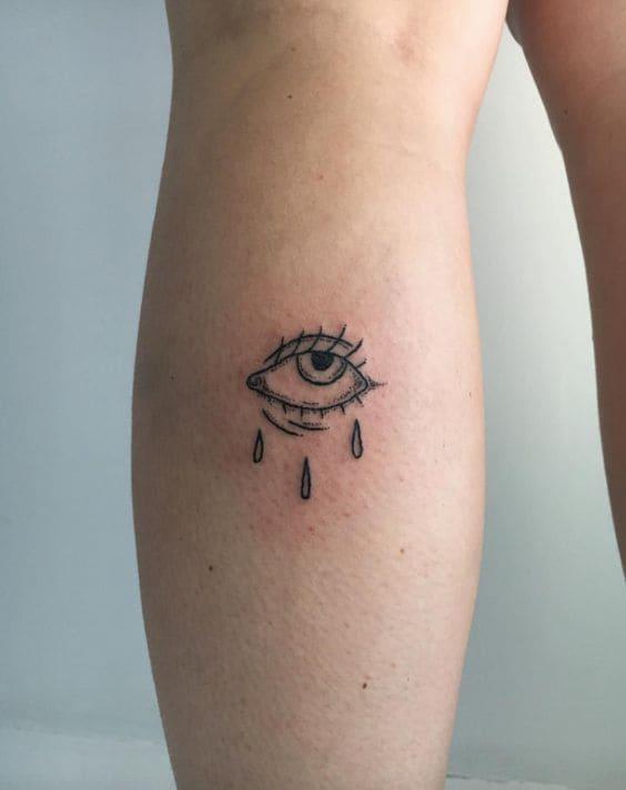 mẫu tattoo hình con mắt mini sau bắp chân