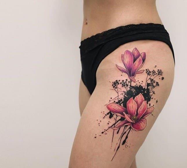 mẫu tattoo hình hoa che sẹo ở bắp đùi nữ
