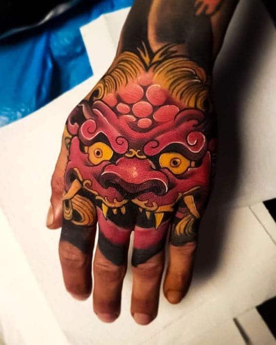 mẫu tattoo hình mặt quỷ ở mu bàn tay đẹp chất