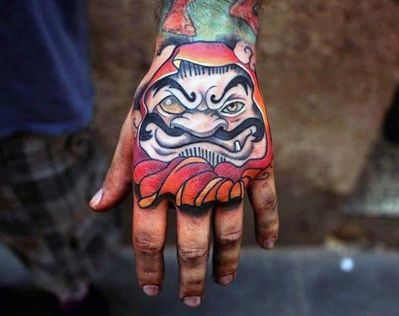 mẫu tattoo hình mặt quỷ ở mu bàn tay