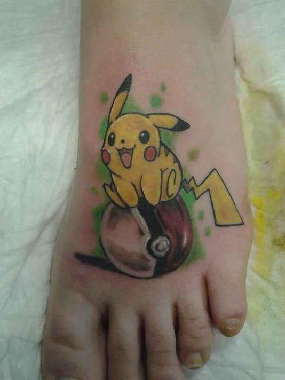 mẫu tattoo hình pikachu ngộ nghĩnh ở bàn chân