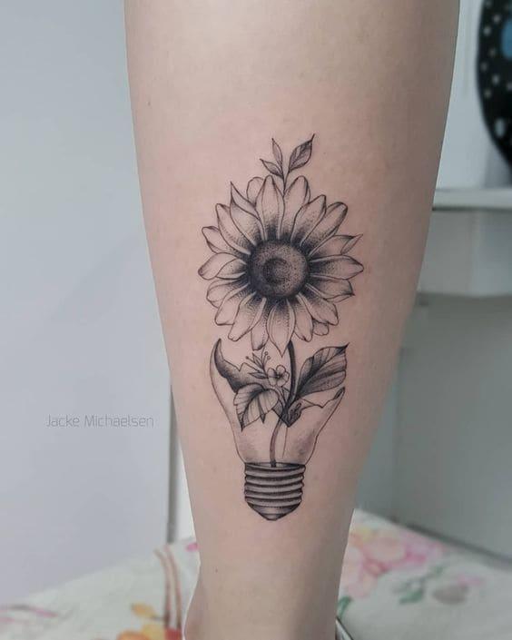 mẫu tattoo hoa mini đẹp ở bắp chân nữ