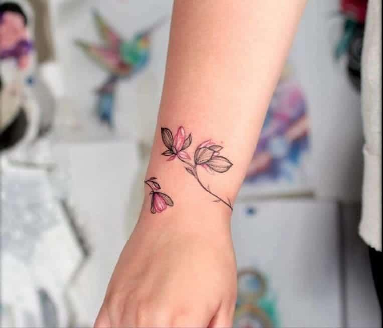 mẫu tattoo hoa ở cổ tay cho con gái