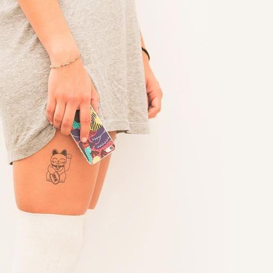 mẫu tattoo mèo thần tài nhỏ mini ở chân
