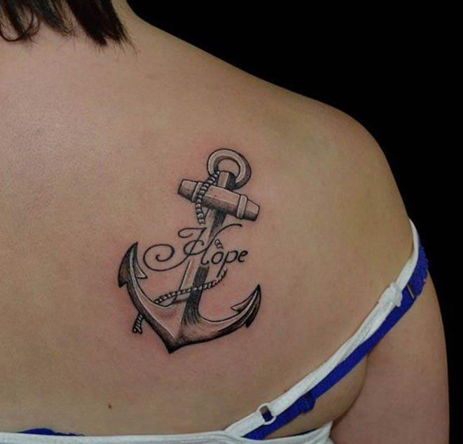 mẫu tattoo mỏ neo hot ở lưng cho nữ