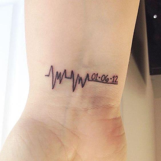 mẫu tattoo nhịp tim ở cổ tay cực ngầu