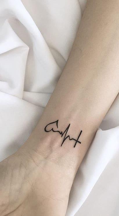 mẫu tattoo nhịp tim ở cổ tay nữ