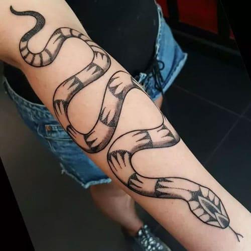 mẫu tattoo rắn gucci ngầu