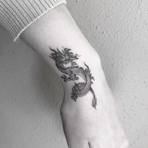 mẫu tattoo rồng nước nhỏ ở cổ tay