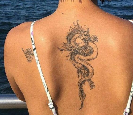 mẫu tattoo rồng phía sau lưng cho con gái