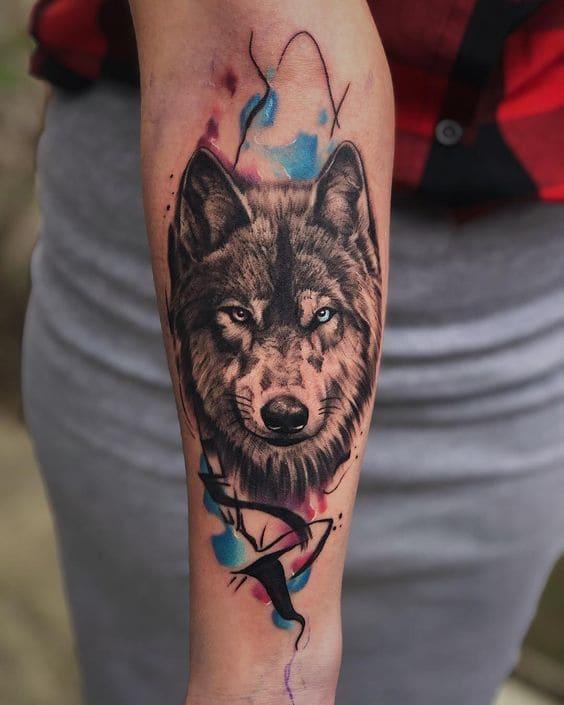mẫu xăm chó sói đẹp ở tay nữ