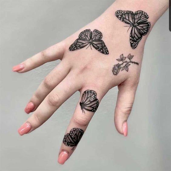 mẫu xăm hình bướm mini trên tay