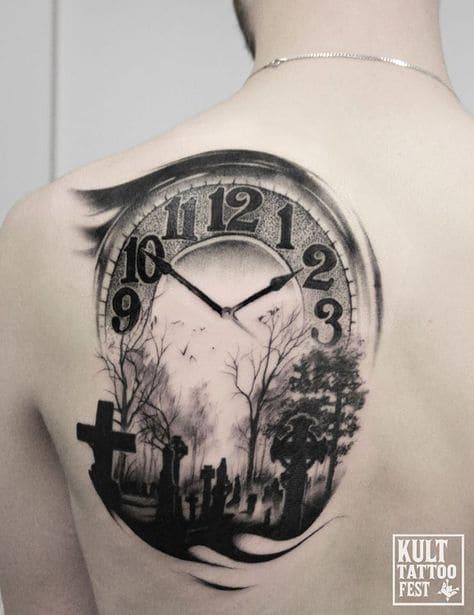 mẫu xăm tattoo hình đồng hồ ở lưng