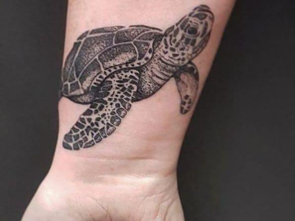 mẫu xăm tứ linh hình rùa trên cổ tay