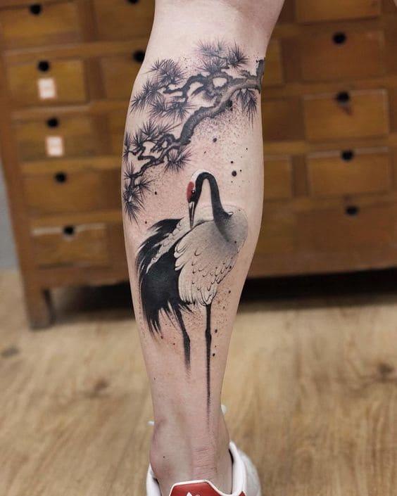 tattoo hình chim hạc ở chân nữ đẹp