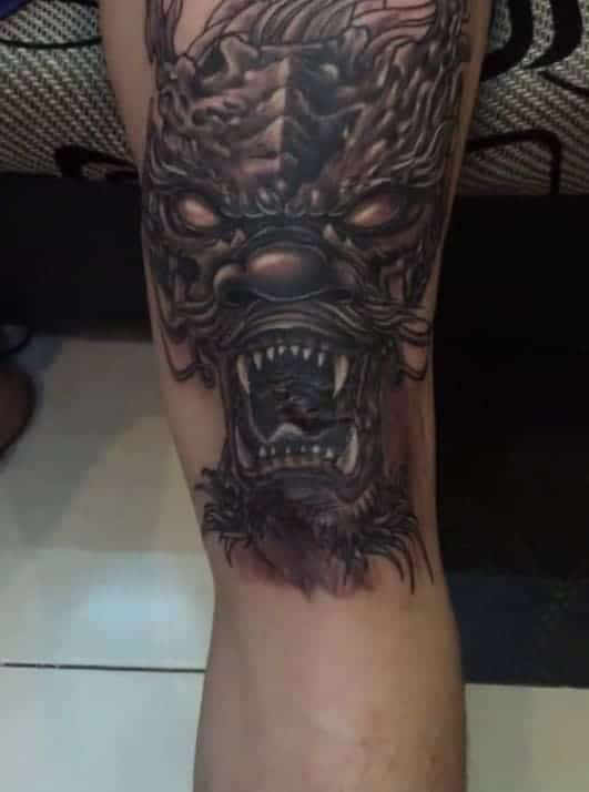 tattoo hình đầu rồng ở đầu gối