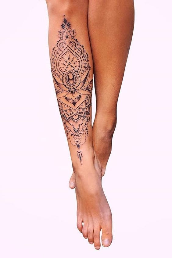 tattoo hoa văn ở bắp chân con gái