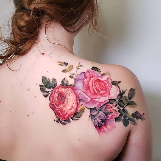 tattoo lưng nữ đẹp hình hoa hồng