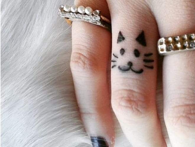tattoo mèo cute ở ngón tay