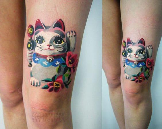 xăm mèo thần tài trên chân nữ