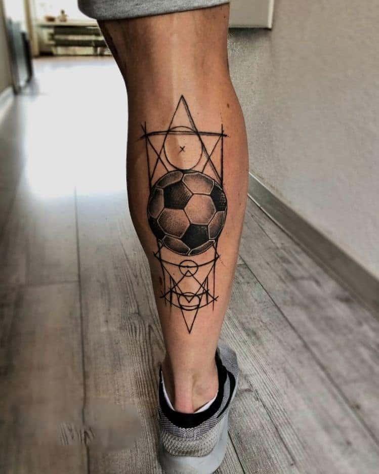 Ảnh xăm bóng đá và biểu tượng kết hợp ở chân