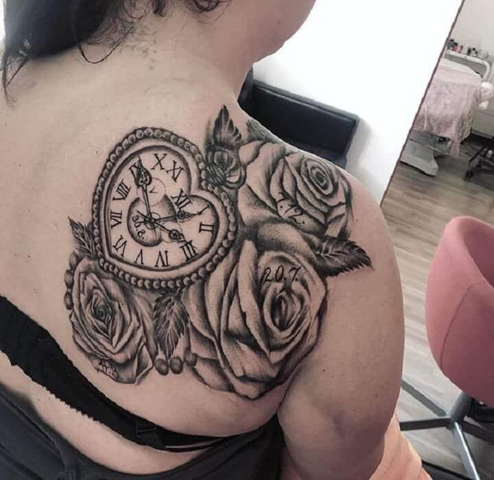 Ảnh xăm đồng hồ hoa hồng cho nữ ở lưng