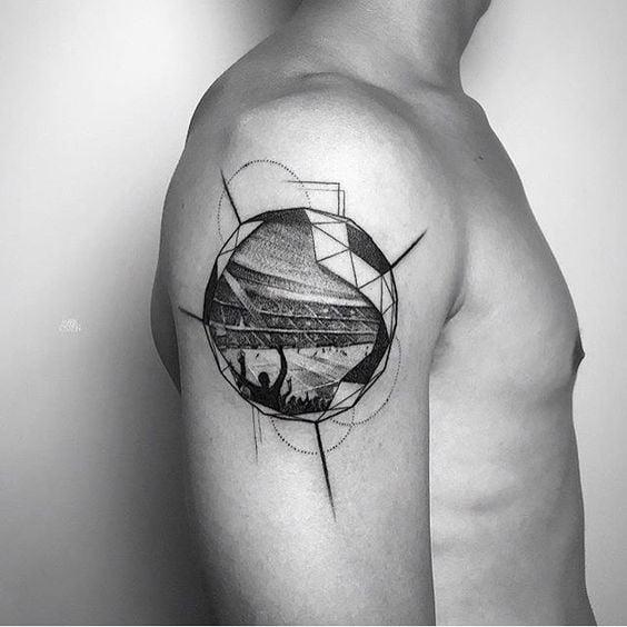 Bạn tham khảo mẫu tattoo sân vận động bên trong quả bóng trông thật đặc biệt