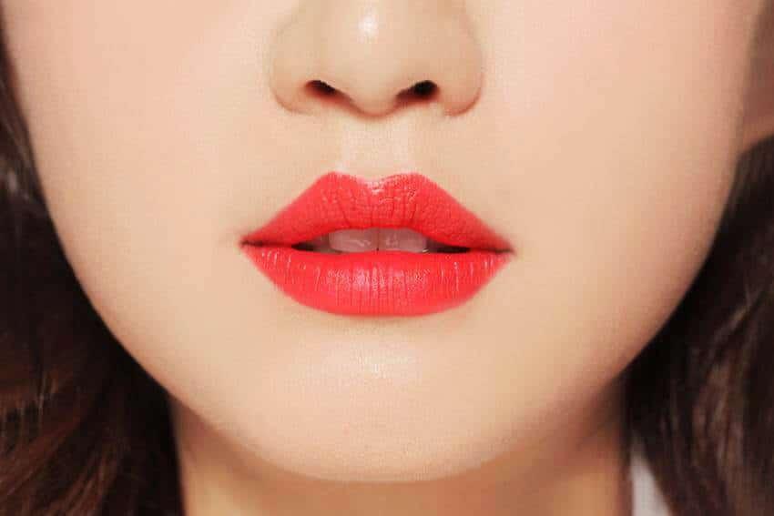 Các cô nàng thêm gợi cảm và thu hút với đôi môi màu đỏ tươi