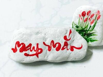Chữ may mắn thư pháp viết lên đá