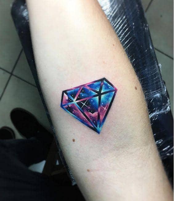 Đậm chất nghệ thuật với mẫu tattoo kim cương cho nữ