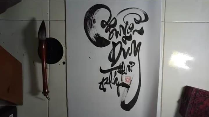 Đắm chìm trong môn nghệ thuật thư pháp truyền thống với kiểu chữ Nguyễn đẹp