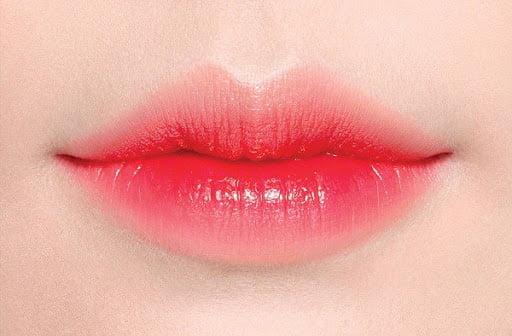 Đôi môi thêm đẹp với màu xăm đỏ hồng