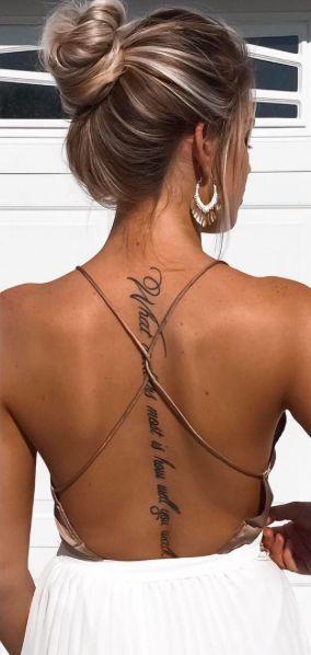 Dòng chữ xăm dọc sống lưng cho nữ