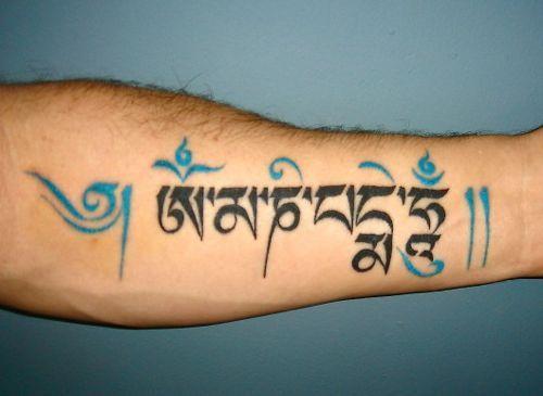 Hình tattoo Chữ Om Mani Padme Hum ở cánh tay