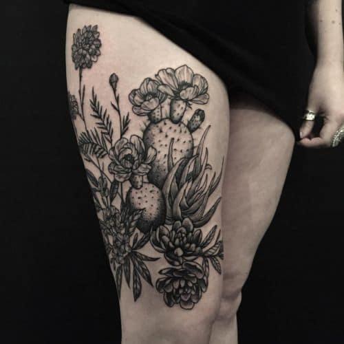 Không thể rời mắt trước tattoo cây xương rồng