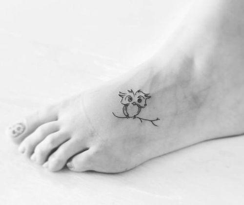 Hình tattoo cú mèo ở bàn chân